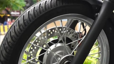 Kawasaki W800 front tyre